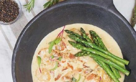 SLOW COOKER CHICKEN IN CREAMY BACON SAUCE