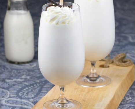 VANILLA BEAN FRAPPÉ WITH WHIPPED CREAM